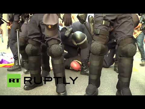 Spain: Police clash with anti-monarchy protesters in Madrid
