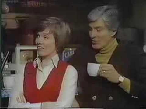Julie Andrews and Dick Van Dyke in Covent Garden - Part 6