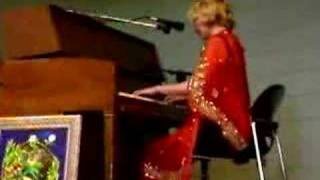 Watch Nellie Mckay Pounce video