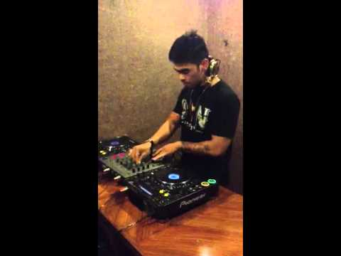 DJ Dhino Herdhy (Siti Badriah-Brondong Tua) Breakbeat Remix @dhinoherdhy