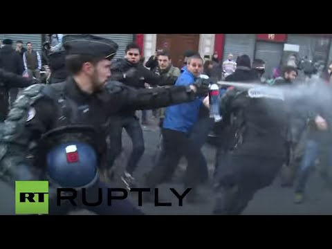 France: Police clash with protesters at banned pro-refugee rally in Paris