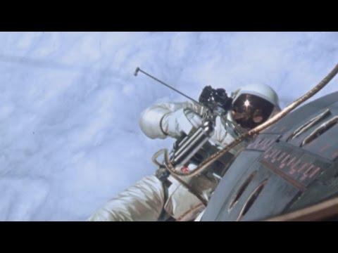 Время первых выходов в открытый космос! (фильм NASA)