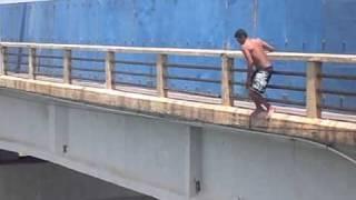 Pulando da ponte de Petrolina/ Juazeiro