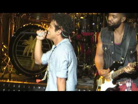 Bruno Mars the Lazy Song Live At The Chelsea video