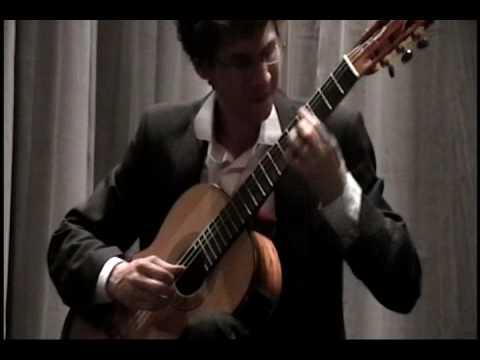 Thomas Viloteau performing Miguel Llobet's