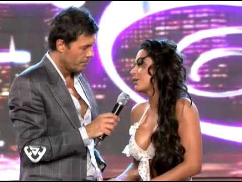 Showmatch 2011 - Larissa Riquelme, sin filtros, besó a Marcelo Tinelli