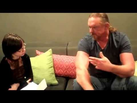 An 11-year-old interviews Trace Adkins