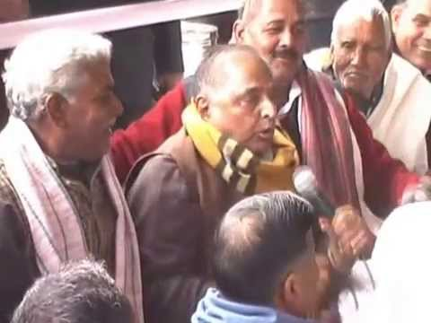 mulayam singh yadav singing a song in safai mahotshva