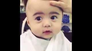 em bé siêu cute đi cạo đầu rất dễ thương (baby cute)