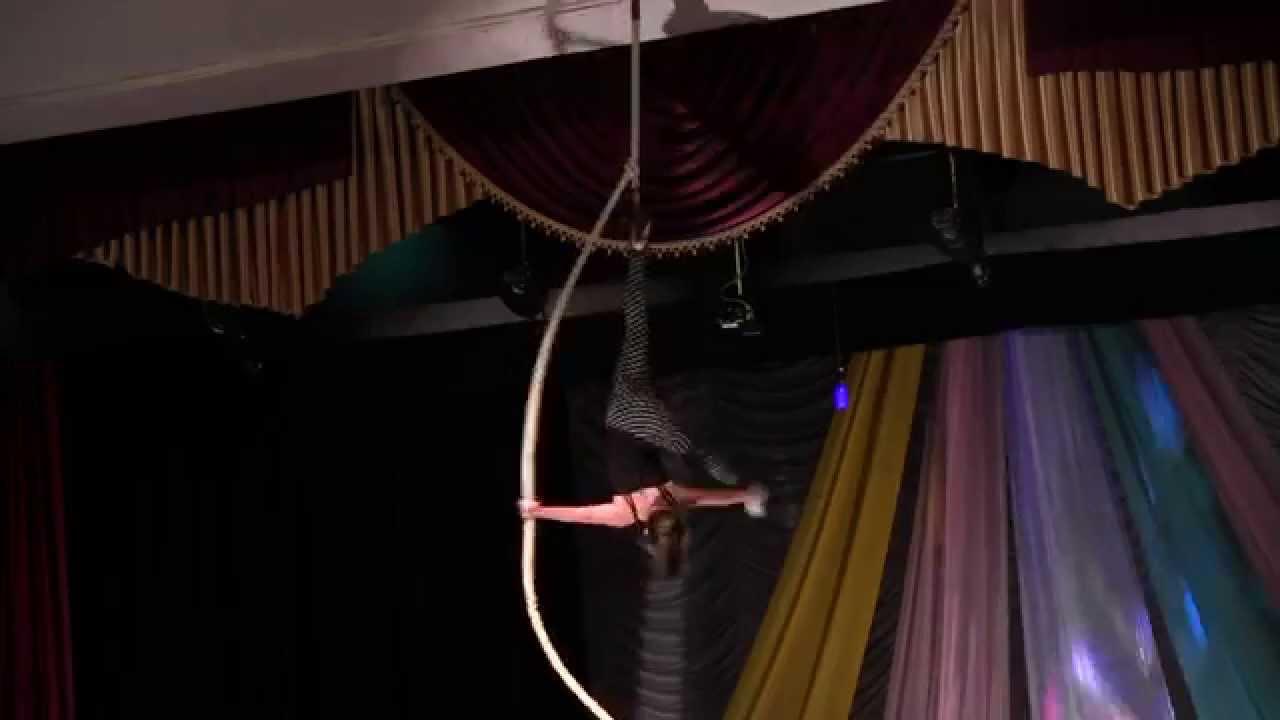 """У Калуші цирк """"Молодість"""" показував фокуси та літав під куполом"""