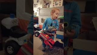 Funny Toddler Hurts His Finger try not to laugh challenge vine
