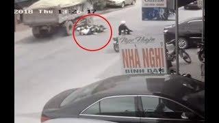 Tránh 2 cô gái bị va chạm xe máy, xe tải đâm liên tiếp 2 ôtô.