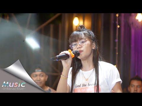 Download Lagu Esa Risty - Pergi Hilang Dan Lupakan ( Live Music) Lupakanlah Semua kenangan Ini.mp3