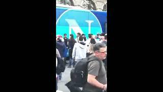 I Tifosi del Napoli accolgono la squadra a Torino per la sfida contro la Juventus