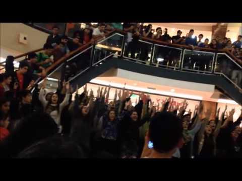 Flashmob en Patio Olmos de Radio María Argentina y el Coro Capuchinos