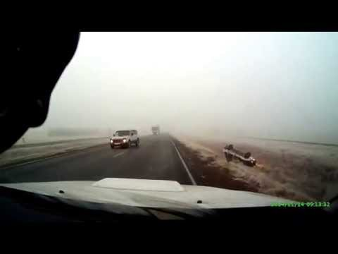 Обгон на трассе , в тумане .