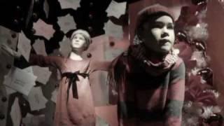 Watch Cyndi Lauper In The Bleak Midwinter video