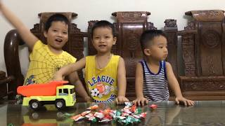 Sizo – Bóc Đồ Chơi Ô Tô Tải Chở Kẹo| Đồ Chơi Trẻ Em| Sizo ToysReview TV