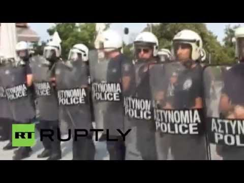 Greece: Clashes break out between police and far-right protesters