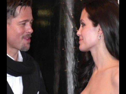 los tatuajes de angelina jolie. Los increíbles tatuajes de Angelina Jolie. 01:42 Mins   Visto 15999 veces