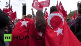 Germany: Thousands of German Turks decry Armenian 'genocide' allegations Image