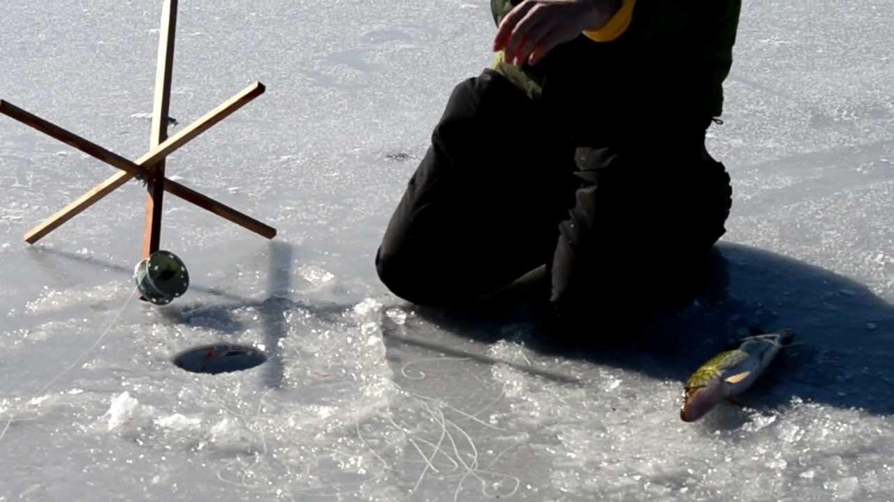 Ice fishing on lake wallenpaupack 2013 youtube for Lake wallenpaupack fishing report