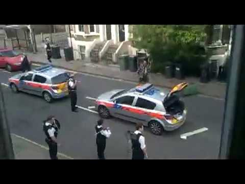 30 UK Police vs man armed with machete in the street.