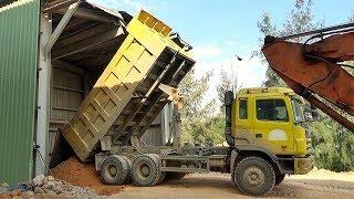 Bé đi xem xe tải ben đổ cát, Máy xúc làm việc | Nhạc thiếu nhi : Bắc kim thang | Tientube TV