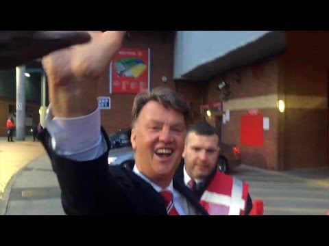 CheekySport Dave Meets Louis van Gaal & Manchester United Players Sign Supermalt !!
