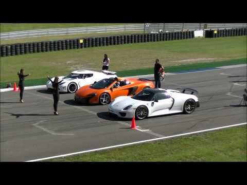 In this video you can see a very unique dragrace between a Agera R, 918 Spyder, and a Mclaren 650S spider. Who's going to win? This was on a event Viva Itali...