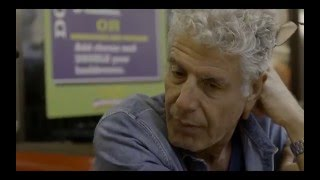 Anthony Bourdain tries the Waffle House