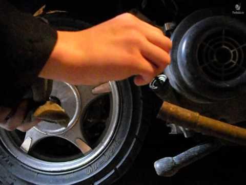 Видео как проверить масло на скутере