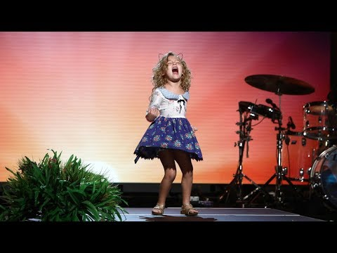 download lagu 5-year-old `moana` Fan Sings Her Heart Out gratis