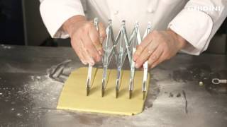 EXPANDABLE PASTRY CUTTER