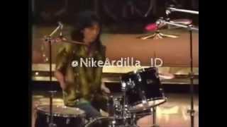 Download lagu Nike Ardilla - Bintang Kehidupan (Live Version) gratis