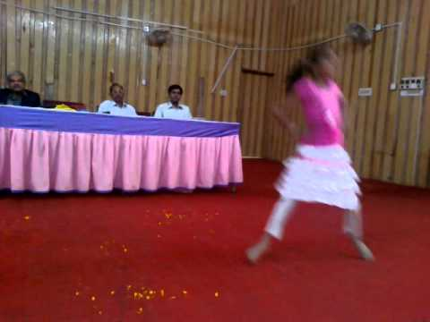 Dhvani Dance On Daddy Mummy.mp4 video