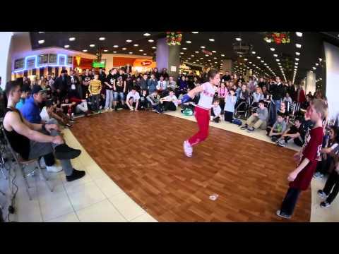 Баттл по брейк-дансу от танцевальной студии ДэнсМастерс в ТК Июнь