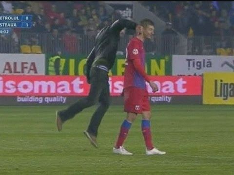 FOOTBALL VIOLENCE: Romanian fan punches Steaua Bucharest player