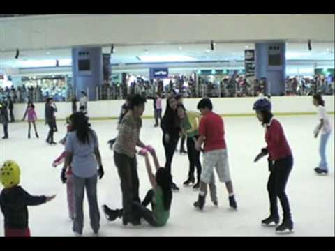 Skating sa Mall of Asia