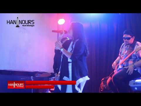 Download Lagu HANIN DHIYA - SOMETHING JUST LIKE THIS (LIVE IN CONCERT SURABAYA) MP3 Free