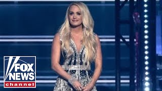 Download Lagu Fans react to Carrie Underwood's 'new' face at ACM Awards Gratis STAFABAND