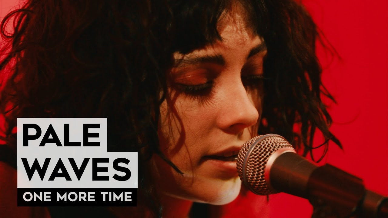 "Pale Waves - Heather Baron-Gracieのギター弾き語りによる""One More Time""など2曲のライブ映像を公開 新譜「My Mind Makes Noises」収録曲 thm Music info Clip"