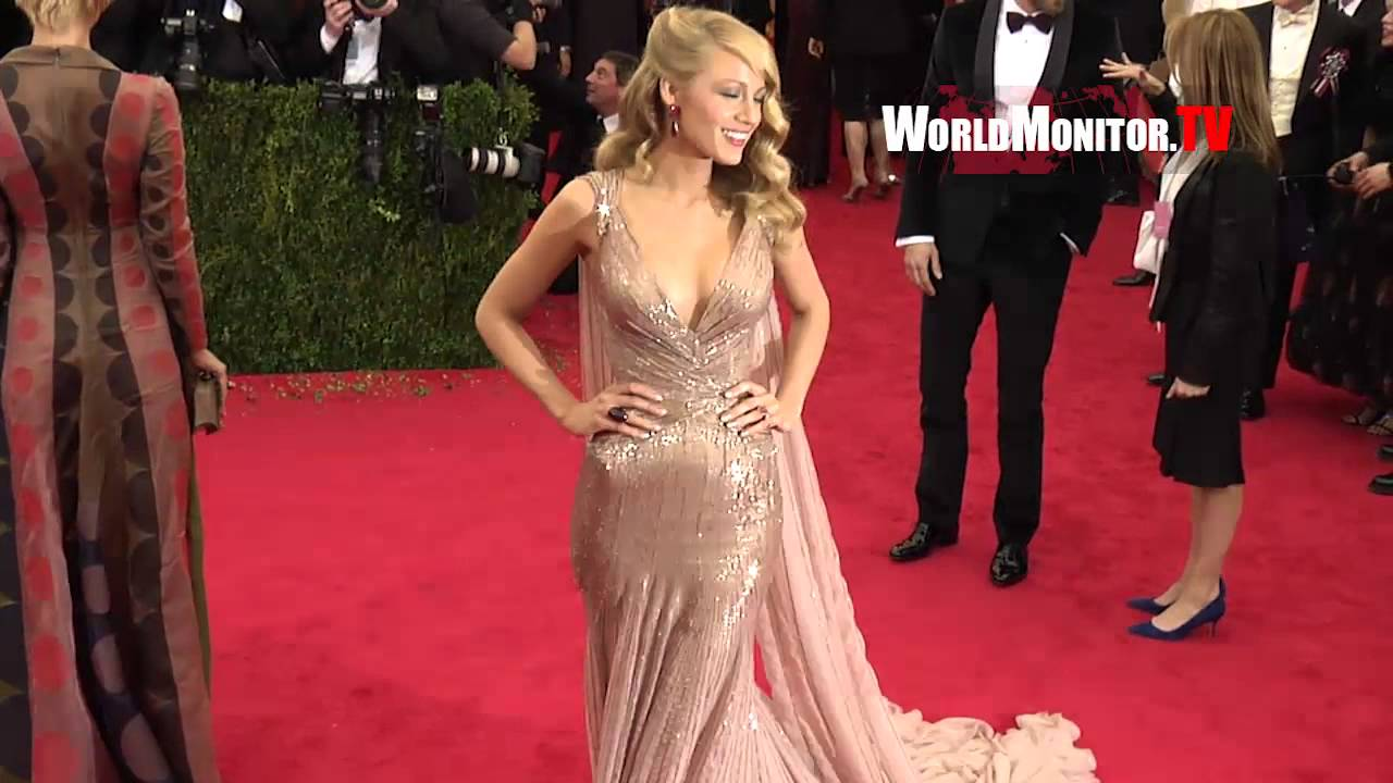Blake Lively From Gossip Girl Ryan Reynolds Arrive To Screaming Photogs At 2014 Met Gala