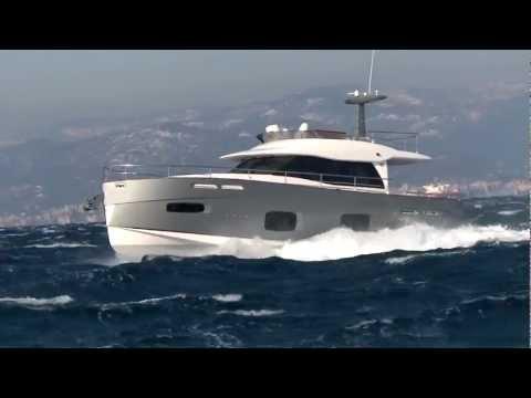 Yacht (Azimut Magellano)
