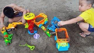 Trò chơi xe tải cần cẩu xúc cát – Bé đi biển chơi – Kidsbon