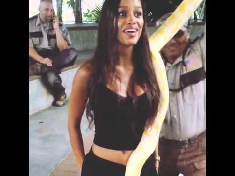 "Fanny Neguesha: ""Un serpente nel cu…!"""