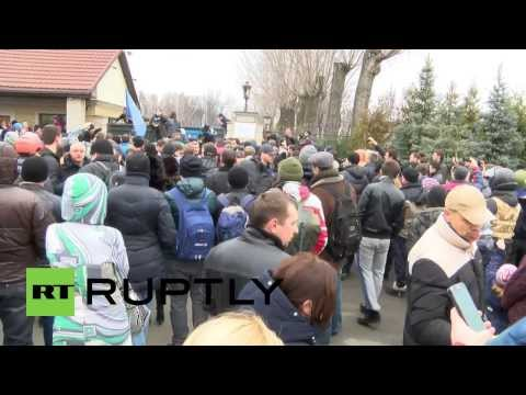 Ukraine: Protesters flood Yanukovych's residential home