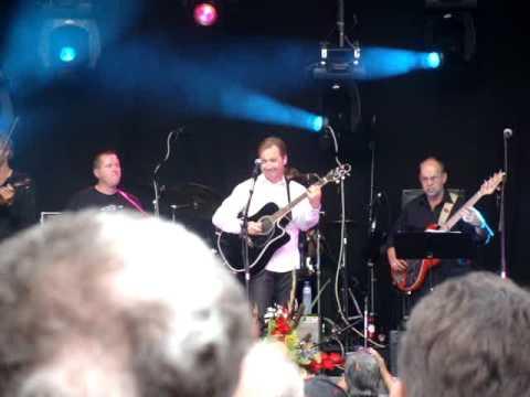 Two Teardrops - Steve Wariner Live