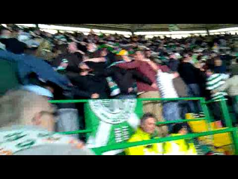 Celtic 3 Huns 0. Doing the Huddle when Rangers Die. Paradise. 29/4/2012