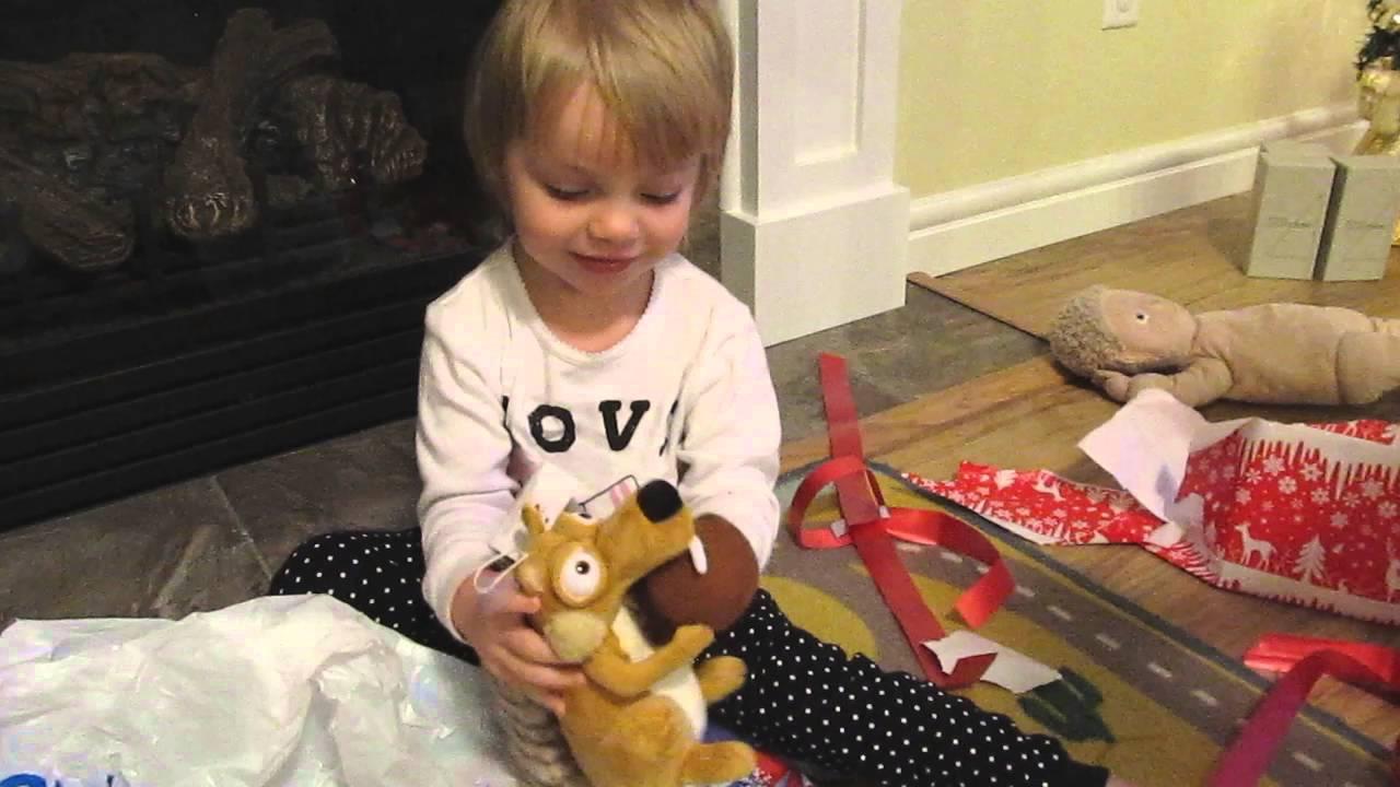 Диана и рома открывают новогодние подарки 73